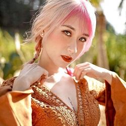 KOL Hương Witch